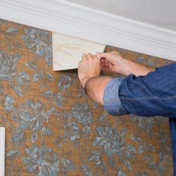 نصب کاغذ دیواری روی کاشی و سرامیک و کاغذ دیواری قدیمی